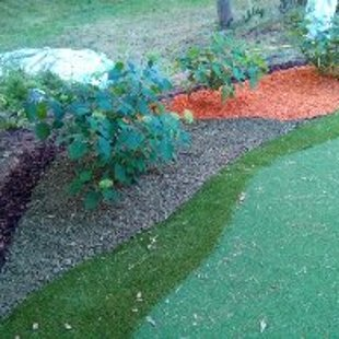 Grīns robežojas ar iekoptu dārzu..